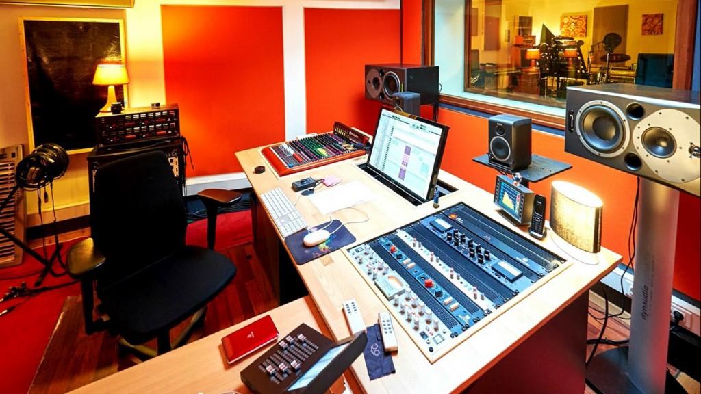How to Buy the Best Home Recording Studio Equipment