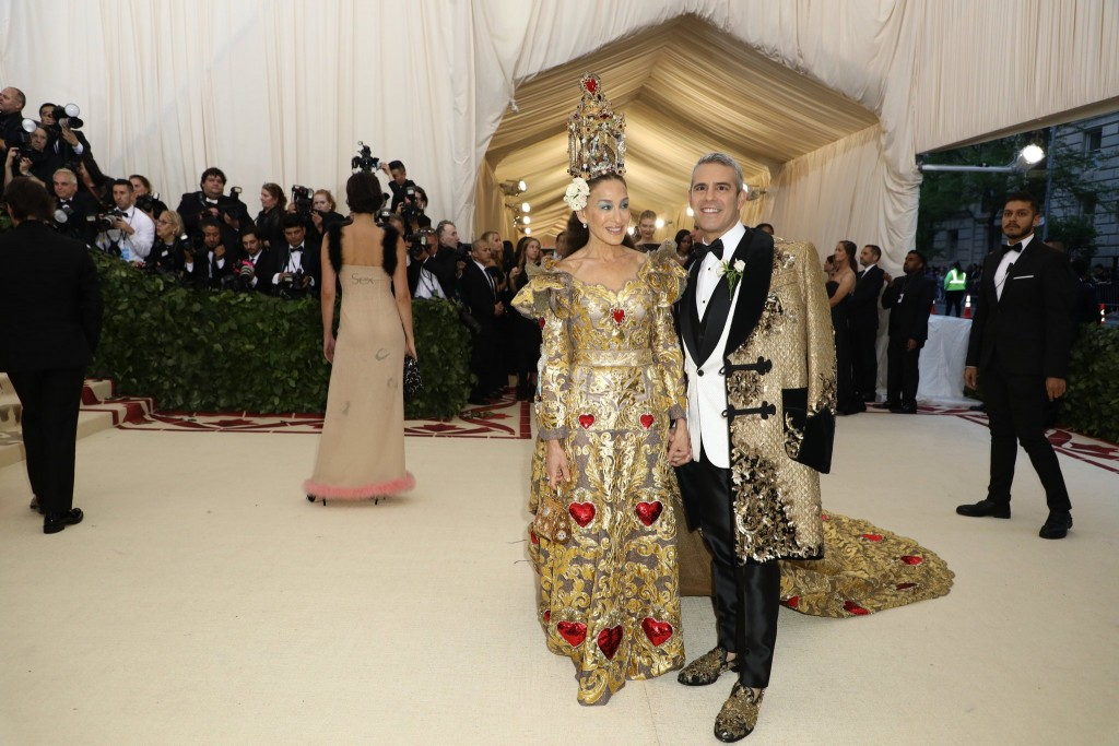 red-carpet-met-gala-3371-sarah-jessica-parker-and-andy-cohen-superJumbo